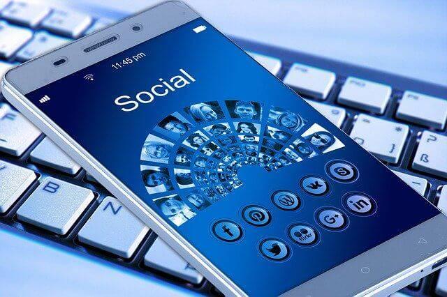 Social Media on Mobile Phones - EWR Digital